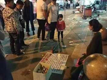 塞毛毯扮孕妇乞讨 警察对其批评教育计划遣回原籍