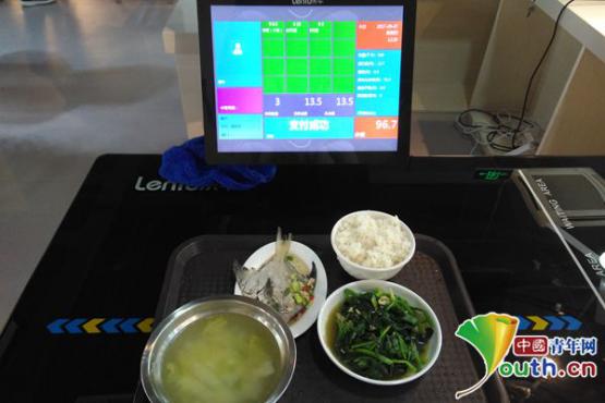 南航食堂现智能黑科技 吃饭可显示营养成分和卡路里