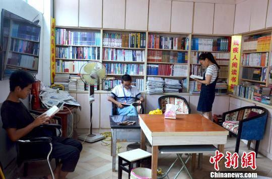 """八闽千姿:农民办""""草根图书馆""""43载坚持免费开放"""