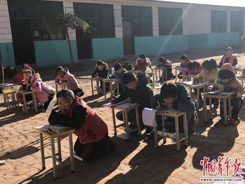 学生操场跑步取暖县委书记:学生受冻问题要追责