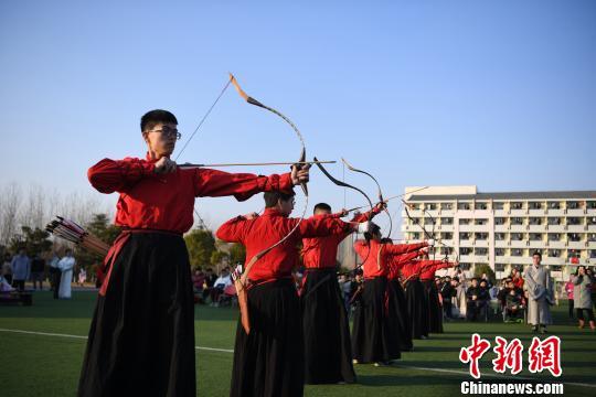 合肥一高校举行射礼仪式传承中华礼仪文化