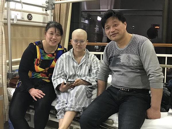 两个骨肿瘤儿童家庭的磨难史