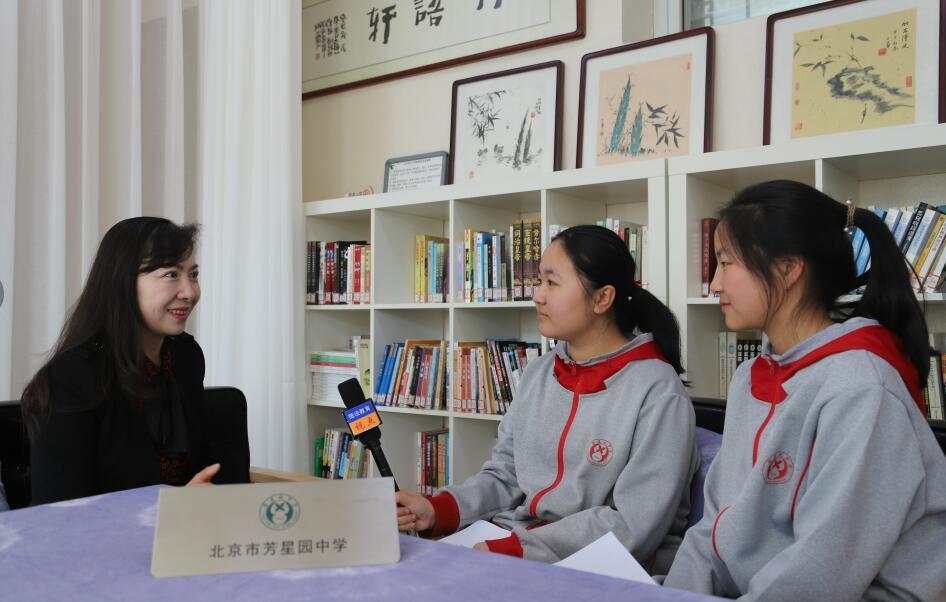 小学生采访中小学校长 关注社会热点事件