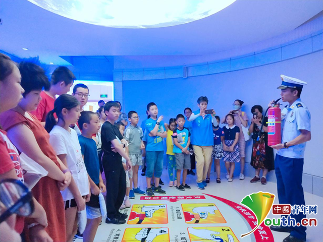 一堂生动安全环保课堂,让30多名孩子了解安全知识