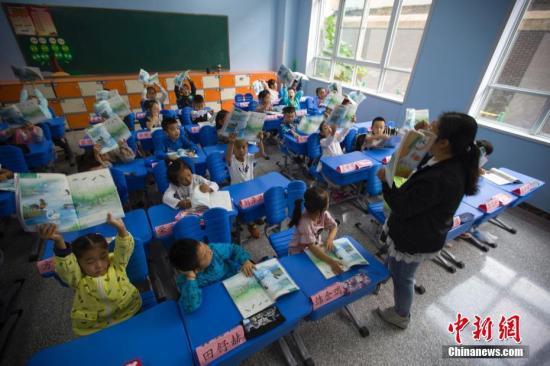 深圳龙华区30万年薪招中小学教师 入围者研究生超八成