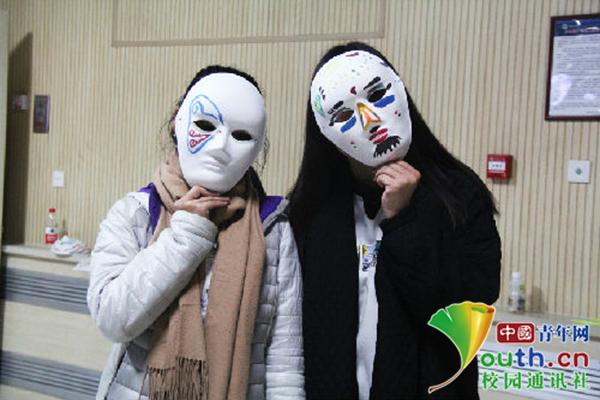 戴面具的观众.中国青年网通讯员 赵玲摄-大熊猫,我们约会吧 青岛大