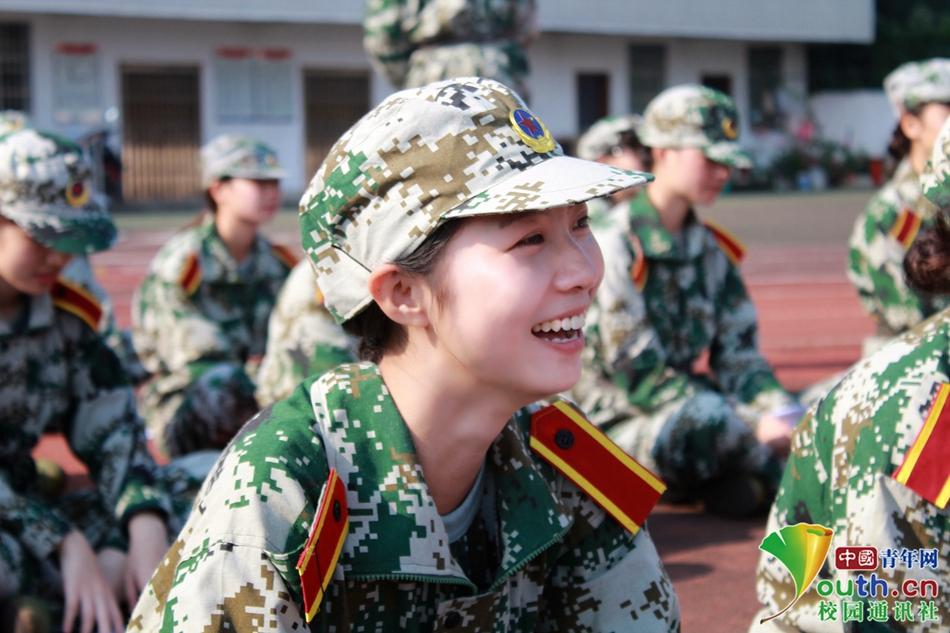 湖南师大树达学院新生军训 最美的成人礼