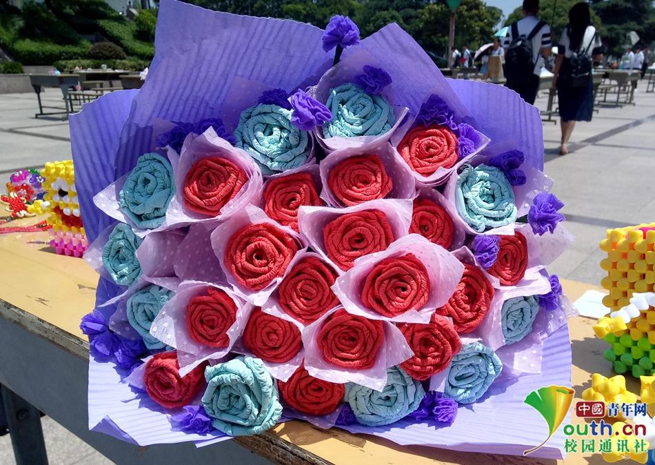 01 手工皱纹纸自制玫瑰花,27朵玫瑰花朵朵都有清新香气,洋溢着浪漫