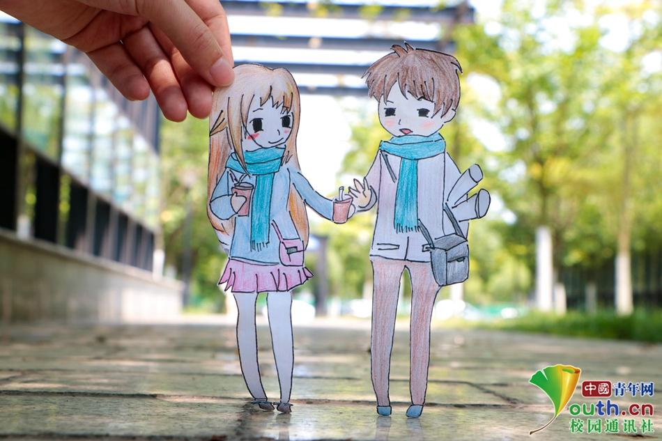 大学生手绘q版情侣 将漫画与校园风光结合