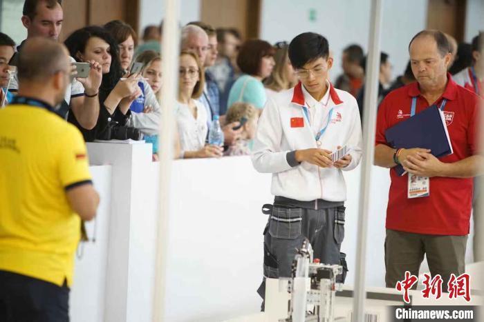 世赛移动机器人项目冠军胡耿军:仍会继续深造,努力提升自己